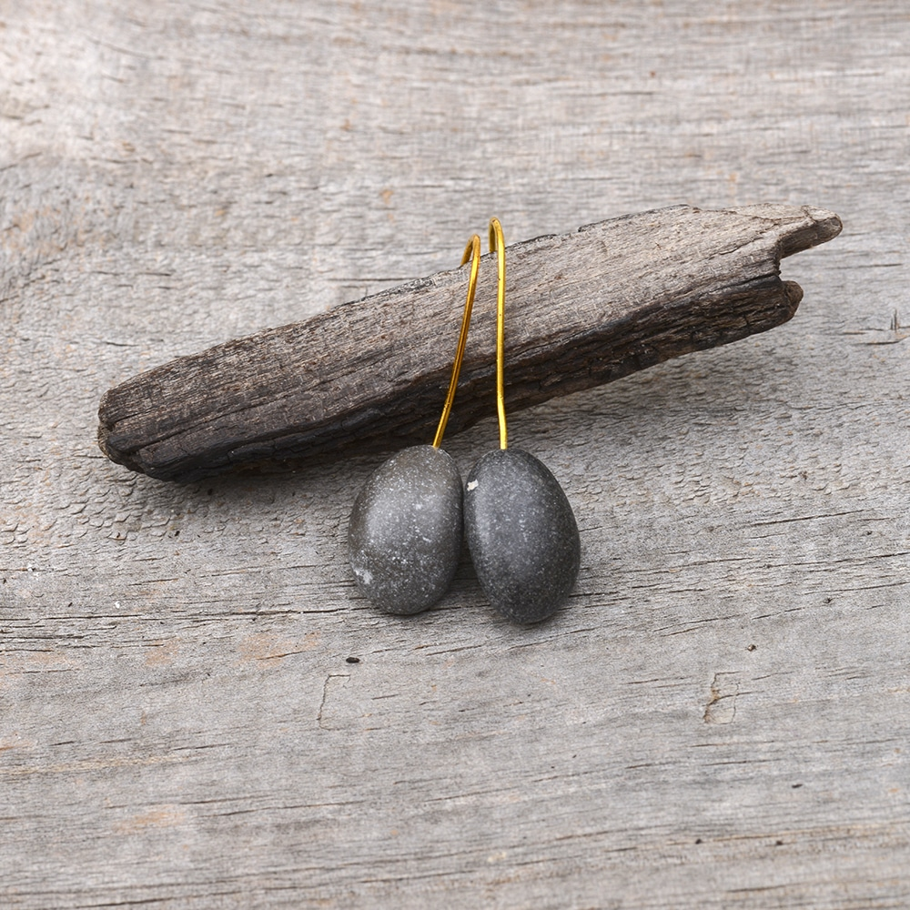 Black pebble dangling earrings
